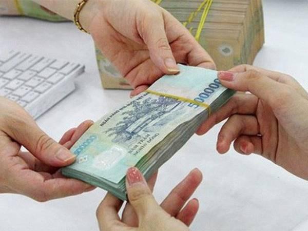 Mơ thấy được cho tiền thử vận may với cặp số tài lộc nào?